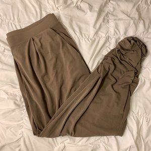 NWOT Express crop stretchy pants